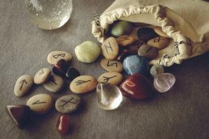 mon-avenir-voyance-outils-divinatoires-runes